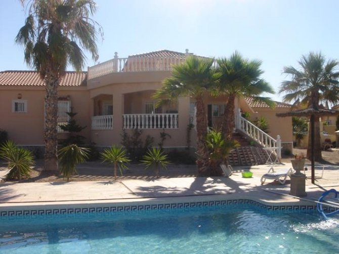 LL 972 Stunning 4 bedroom Villa in Catral
