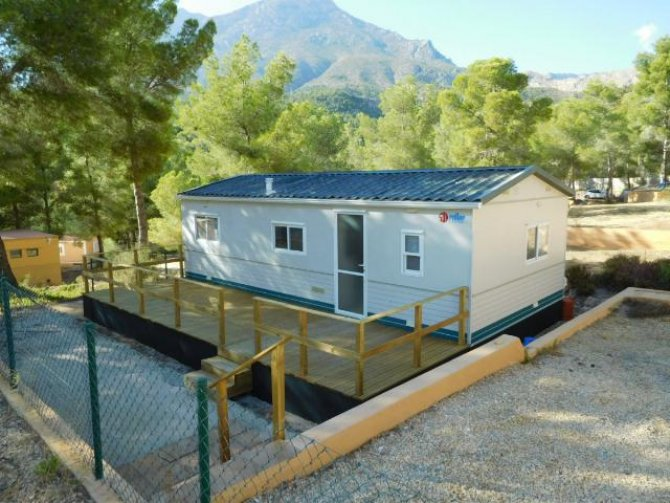 RS1235  3 bedroom 8m x 4m Sun roller mobile home for only 18,995€. .