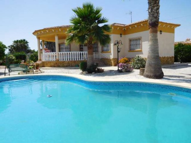 Luxury 3 bedroom detached villa with pool in Catral.