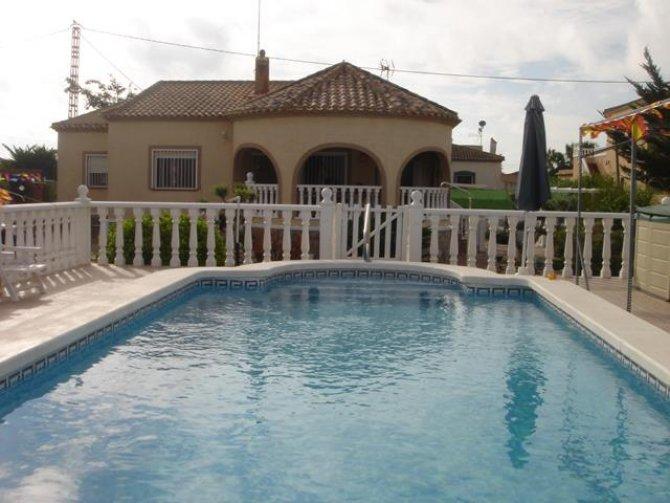 4 bedroom detached villa in Catral for long term rental