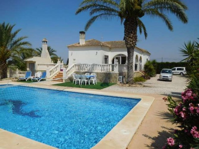 4 bedroom Villa in Catral on Rent To Buy