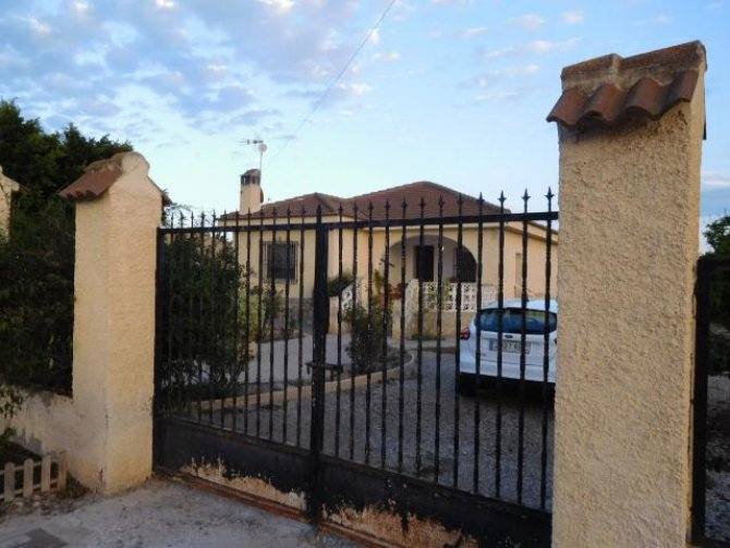 Fully legal 3 bedroom Villa in Callosa del Segura