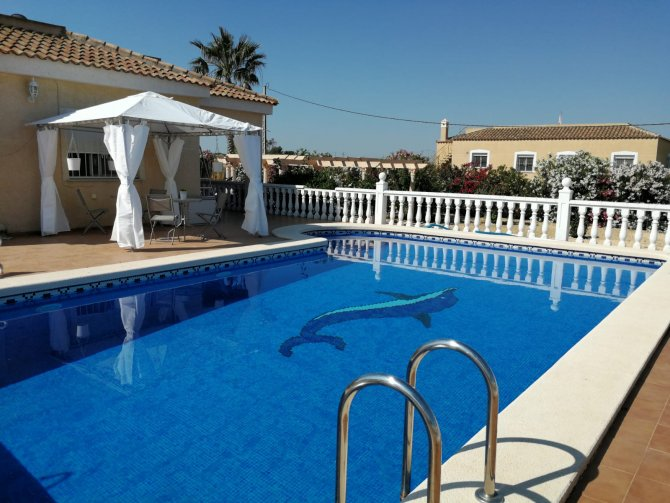 Stunning Villa with pool and double garage, in Catral