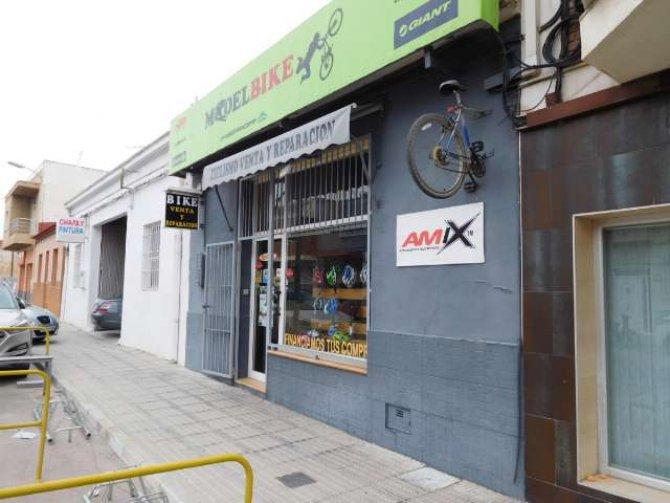 Fantastic Lock up shop in Dolores