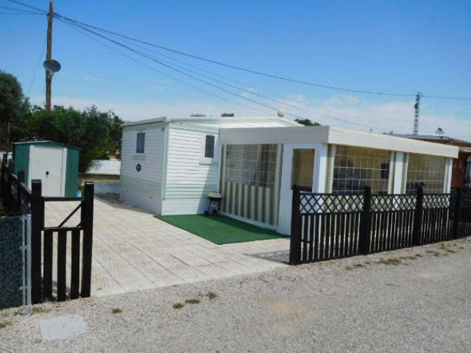 2 bedroom mobile home with large toldos