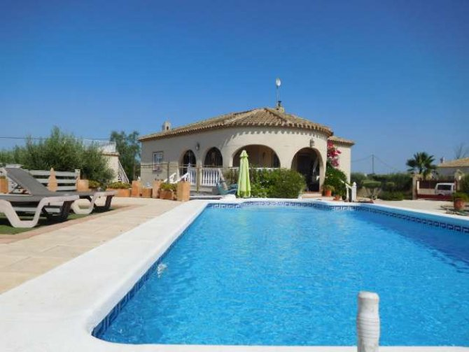 Stunning detached villa with pool, in Catral