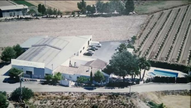 VILLA WITH WAREHOUSE FOR SALE IN CATRAL