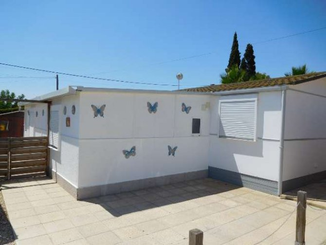 3 bed 2 bath mobile home with large lounge area