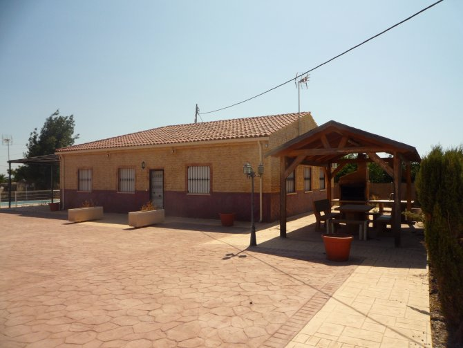 VILLA FOR SALE IN CREVILLENTE