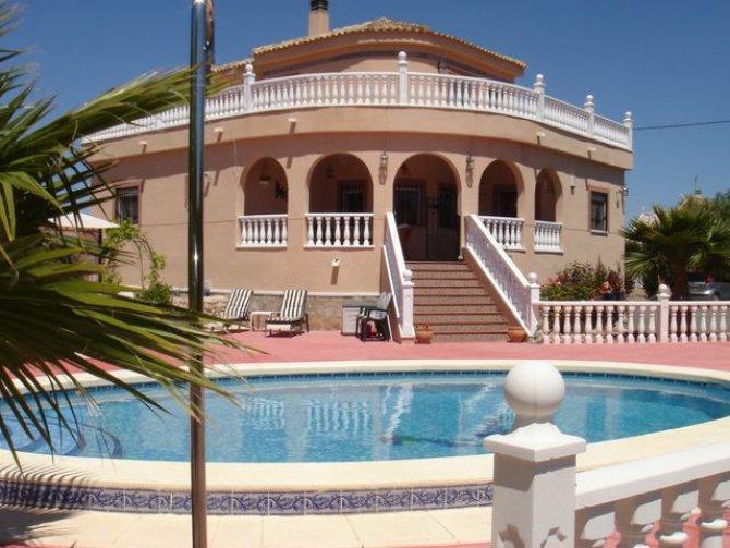 Madriguera villa, Catral