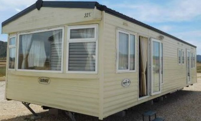 Luxurious 3 bedroom mobile home by the sea.