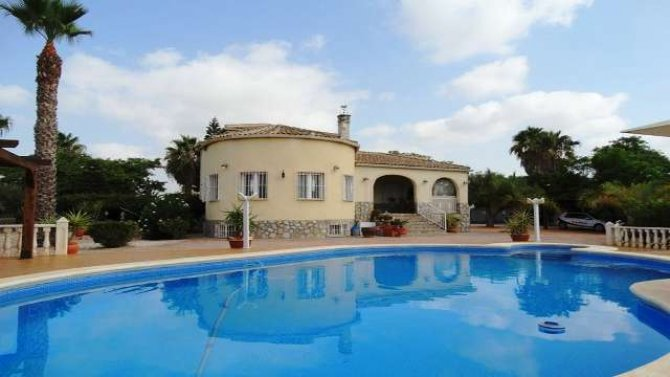 Luxurious 4 bedroom 400m2 Villa in Catral.