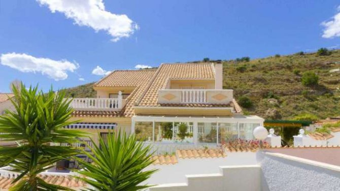 5 bedroom, 3 bathroom semi detached villa in marquesa golf, Quesada