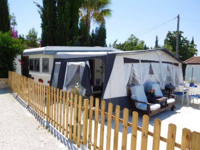 Hobby Landhaus caravan with large awning