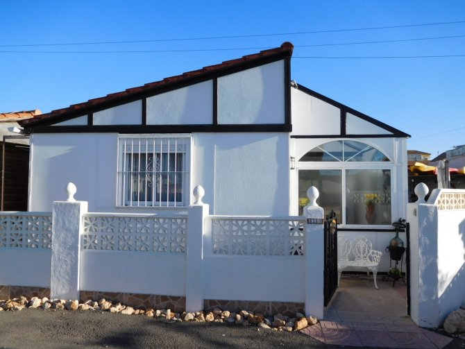 Fantastic Freehold 2 bed Prefabricated House with conservatory in Torrevieja
