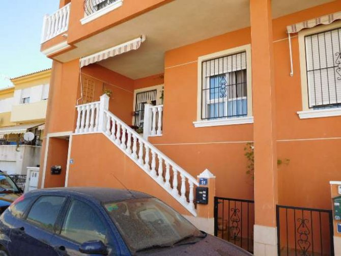 Great 2 bed apartment in Catral, walking distance to facilities.
