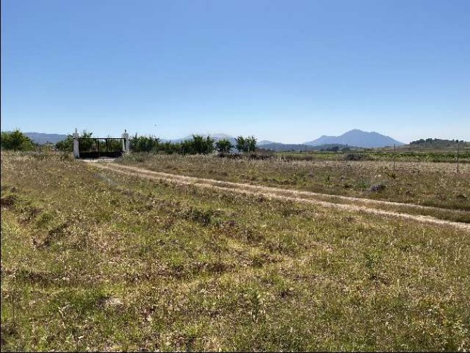Plot of land with building permission for 200m2 villa