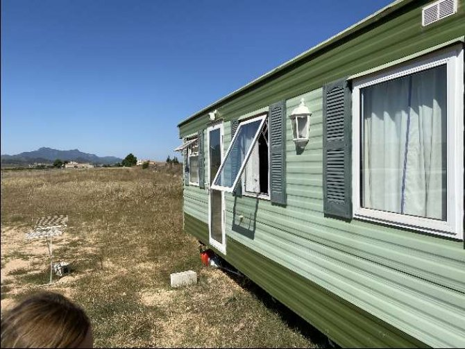 Mobile home on 10,000m2 plot of land with building permission