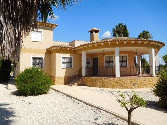 4 bedroom Villa with pool in Catral