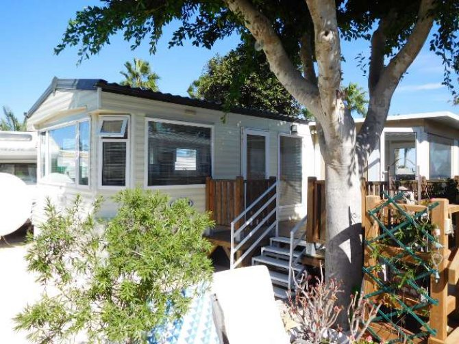 Great 2 bed Consalt Fairway Super 32 with communal pool