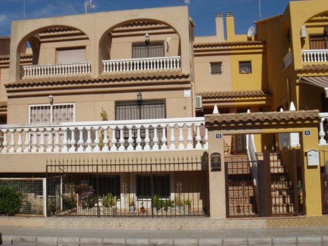 Armando Ros townhouse, Catral