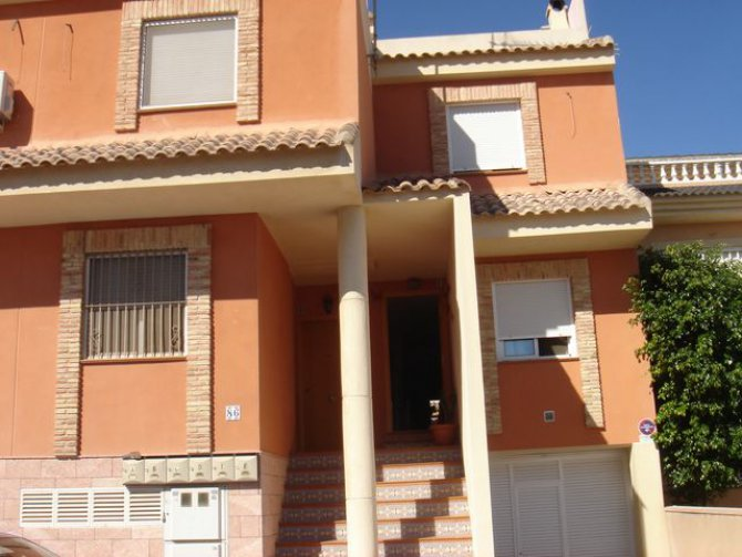 Donantes townhouse, Catral