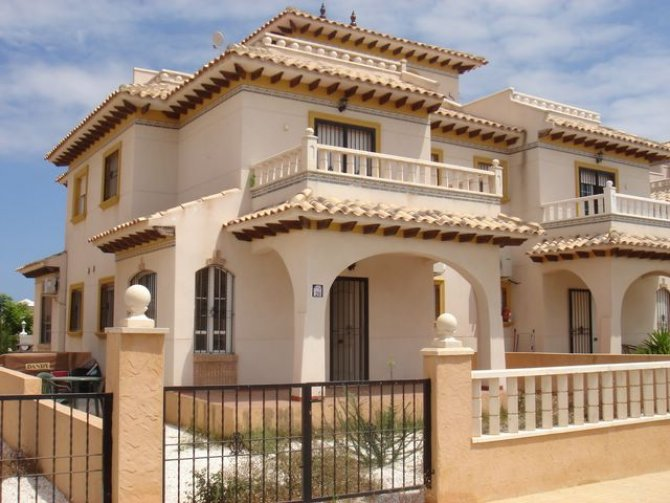 Cabo roig quad house