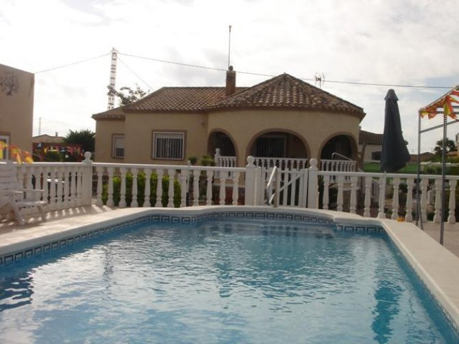 4 bedroom Detached villa with pool