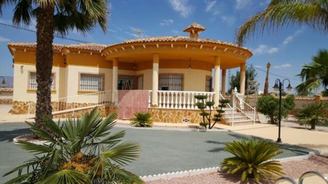 Detached Villa with pool REDUCED