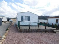 Great 2 bed Willerby Cottage with decking (2)