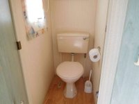 Great 2 bed Willerby Cottage with decking (17)