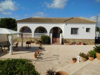 LL1117 Detached villa with pool, Catral (1)