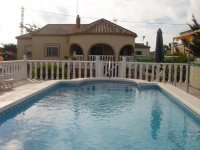 4 bedroom detached villa in Catral for long term rental (0)