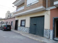 Large town house with underbuild in Catral (0)