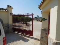 Stunning detached villa with pool, in Catral (14)