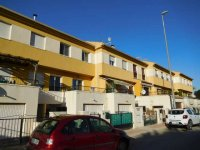 Fantastic 3/4 bed townhouse in Catral overlooking the park (0)