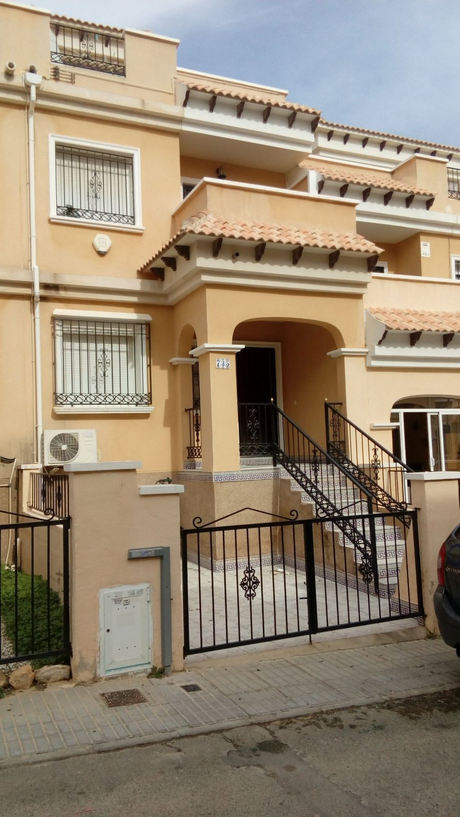 TERRIFIC TOWNHOUSE - RENTED