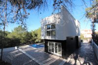 MODERN DESIGNED VILLA - REDUCED
