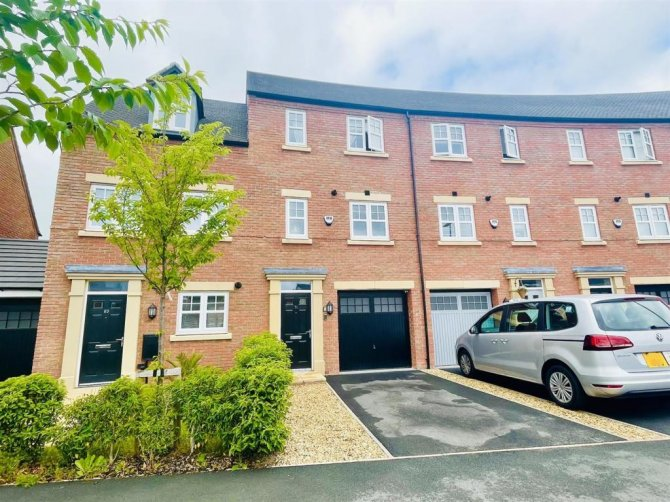 Beautifully Presented 3 bedroom Town House - CW8 4UD for sale in Northwich