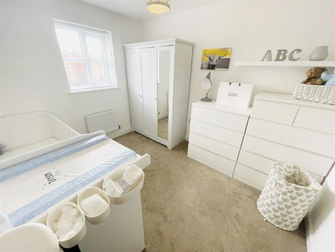 Beautifully Presented 3 bedroom Town House - CW8 4UD