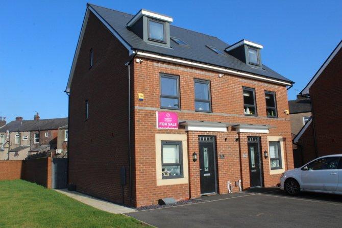 Detached in Castleton for sale in Castleton
