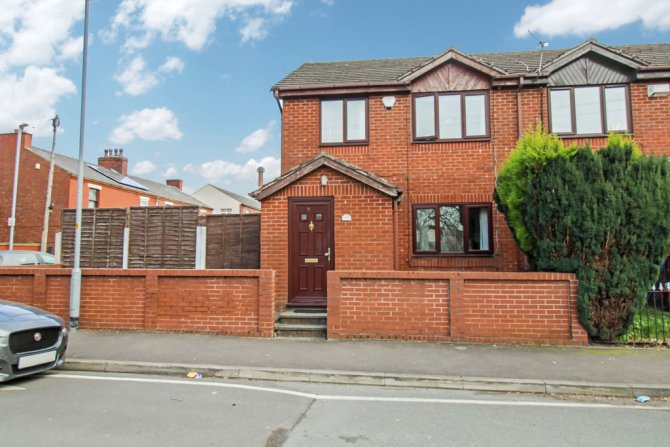 Detached in Oldham for sale in Oldham