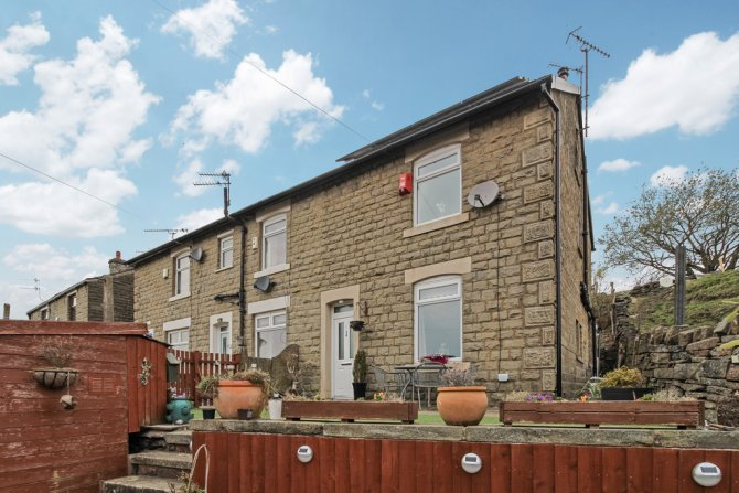 Detached in Whitworth for sale in Whitworth