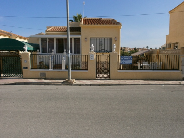 2 Bed Detached Lola with private pool & an apartment
