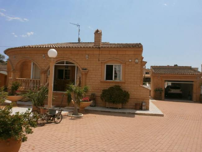 A 3 Bedroom 2 Bathroom Detached Villa in La Escuera