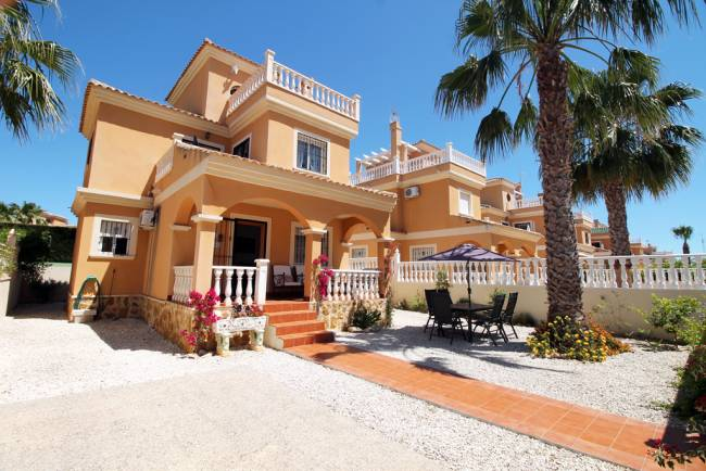 Detached 3 bedroom 2 bathroom villa