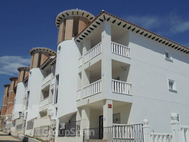 A brand new 2 bedroom 1 bathroom apartment by the beach