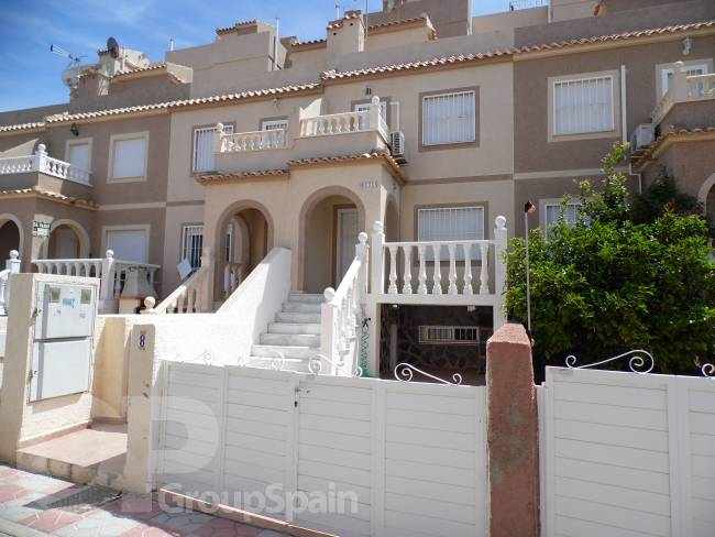 BEAUTIFUL 2 BED, 2 BATH TOWNHOUSE WITH SEA VIEWS!!!