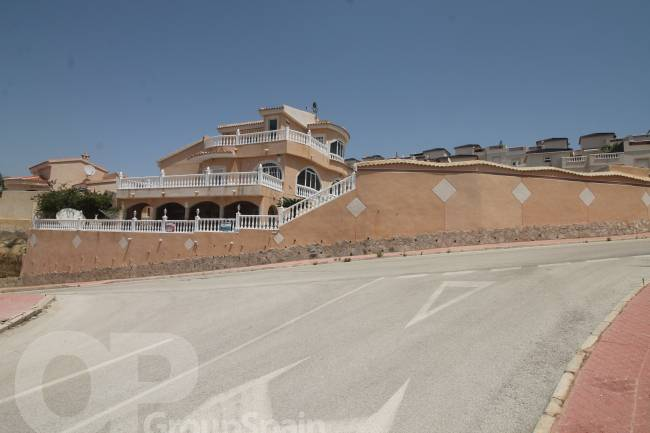 Extremely Spacious Villa with Good Views
