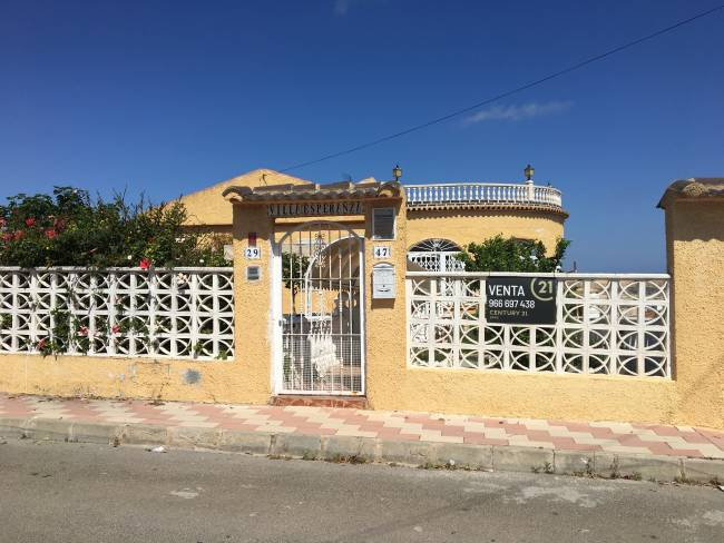 5 Bedroom 2 Bathroom Detached Villa